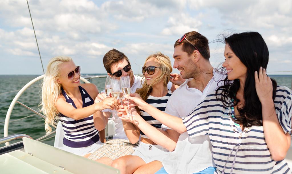 yacht champagne