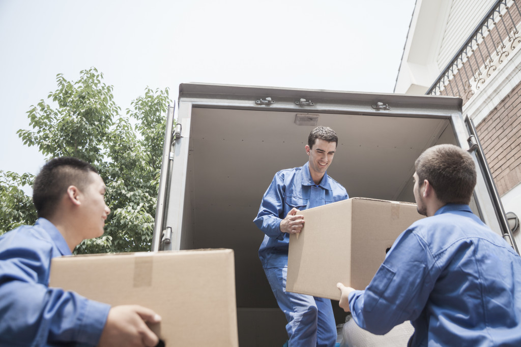 unloading a movers truck